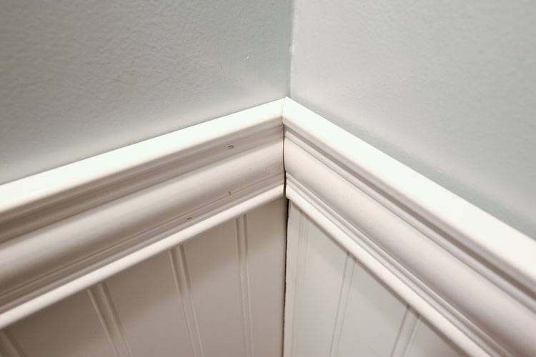 how to cut 45 degree angle baseboard