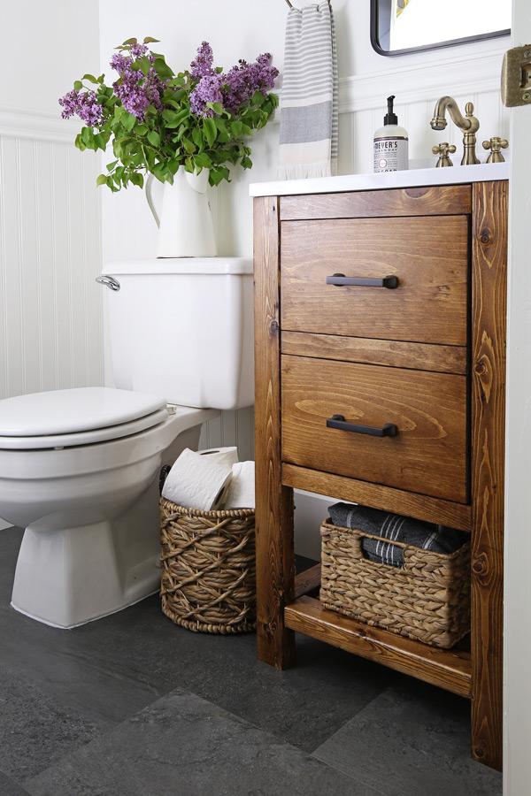 Exceptionnel Small Bathroom Makeover With A DIY Bathroom Vanity