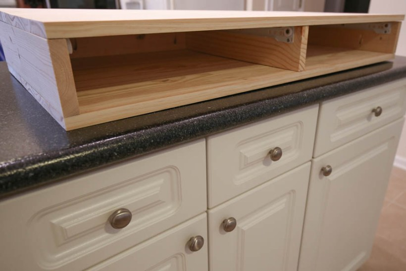 Building the wood drawers of the DIY makeup vanity