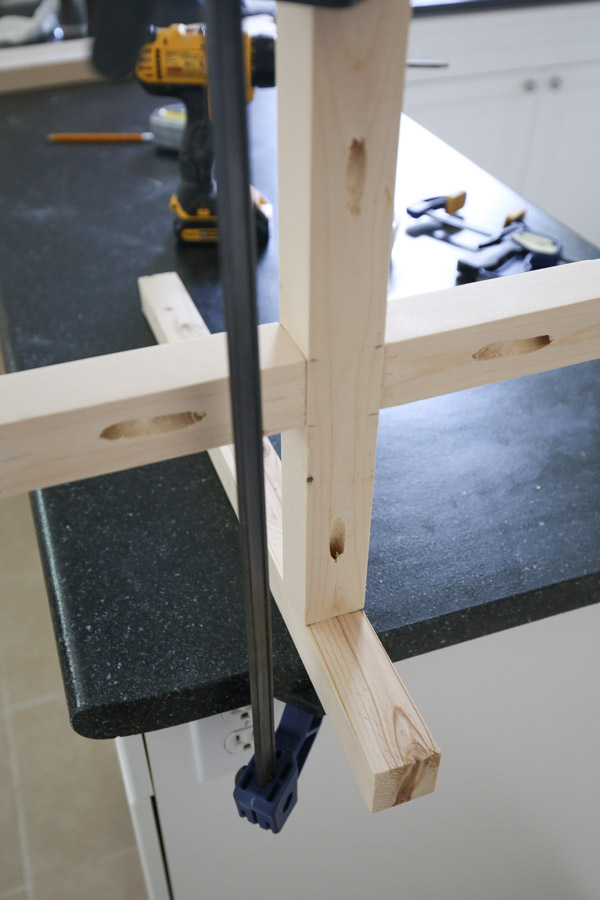 attach table legs together for DIY end table with kreg screws