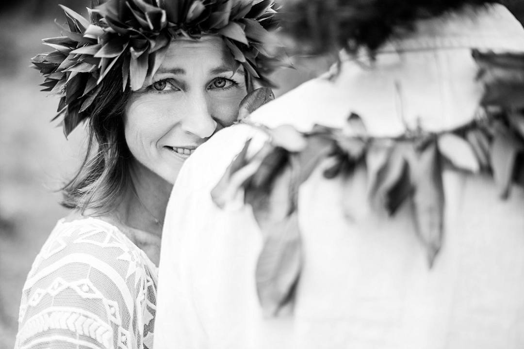 bride with a ti leaf hakulei