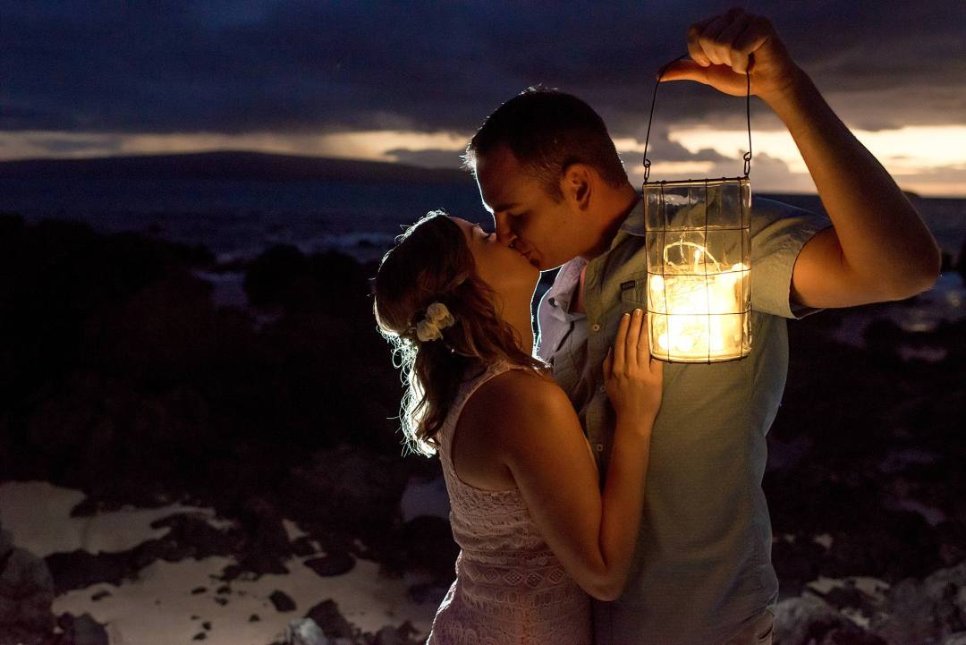 Maui Couples Photographer with a lantern at night
