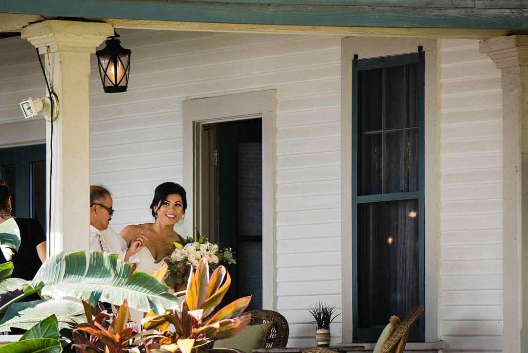 bride about to walk down the aisle at olowalu plantation house