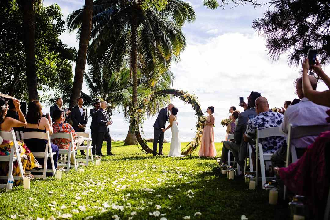 first kiss under circular arch at olowalu plantation house