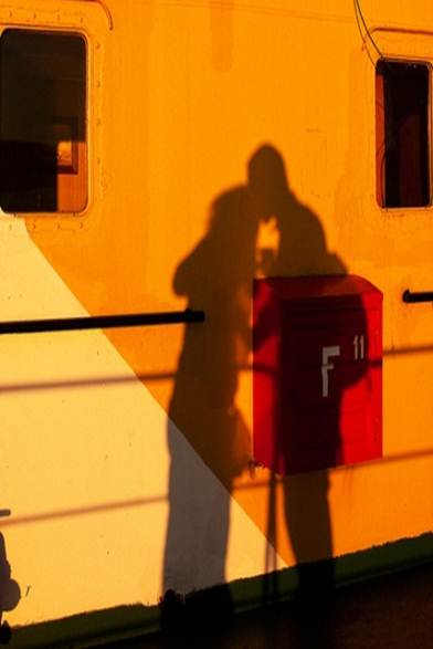 shadows_kissing