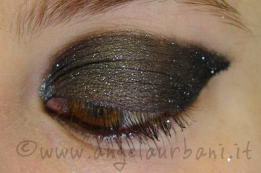 Tutorial trucco Sparkling by *AngyMakeUp*. Impara a realizzarlo cliccando qui: http://www.angelaurbani.it/sparkling.asp