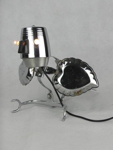 Caspatule. Oiseau lumineux avec une tasse, une longue spatule, un porte-douche et deux assiettes de présentation.