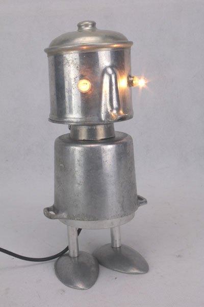 Cocot. Assemblage avec dînette en fonte d'aluminium. Jouet ancien, détournement.