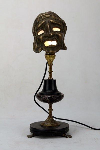 Eldrama. Sculpture assemblage d'antiquités. Masque miniature décoratif et bougeoir.