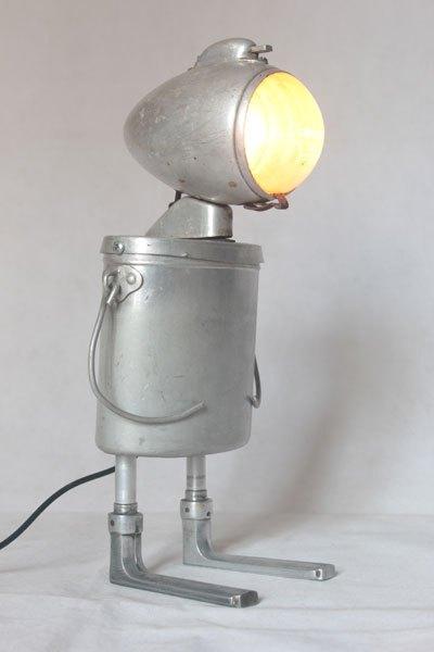 Galuxor. Assemblage lampe de vélo avec gamelle et clenches. aluminium et fonte d'aluminium, plastique.