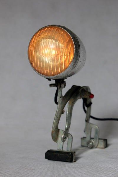 Joll1. Lampe frein de vélo avec optique. Détournement de pièces détachées de vélo, assemblage, recyclage.