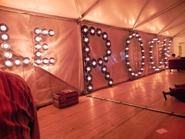 ambiance lumière vinyle lettrage Le Rock Dans Tous Ses Etats VIP 2010
