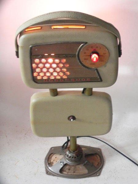 Mamao. Sculpture radio vintage lumineuse. Radio démontée et recomposée.