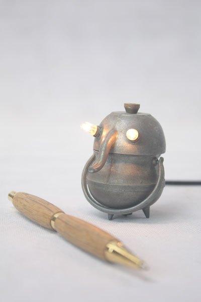 Minitrompin13. Détournement d'ustensiles de cuisine miniatures. métal patiné.