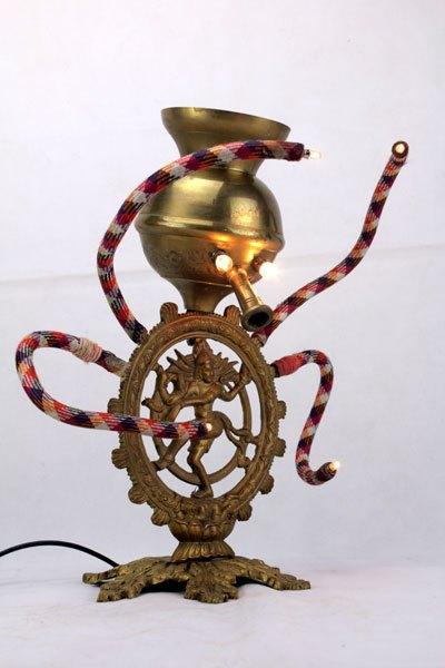 Narshiva. Sculpture assemblage psychédélique. rencontre d'un narguilé et Shiva.