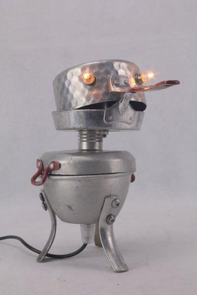 Oilu. Oiseau aluminium en dînette. Avec: casserole et plat de dînette, tasse de camping, pieds de passoire.