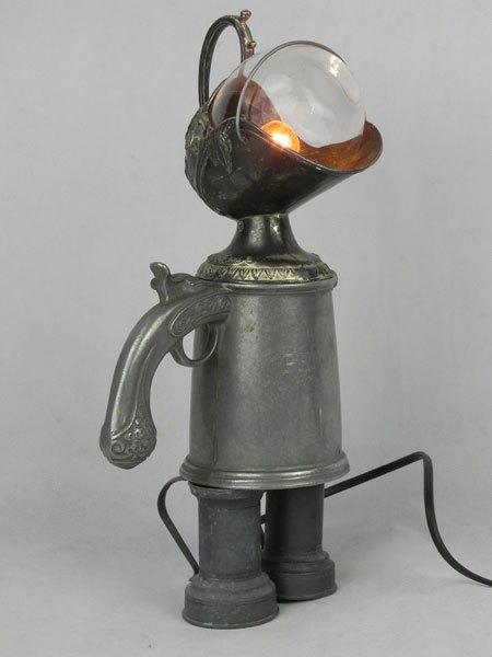 Philip. Détournement d'objet curieux chope pistolet gravé pour philip. Assemblage avec tasse, verre et pot, en étain et verre.