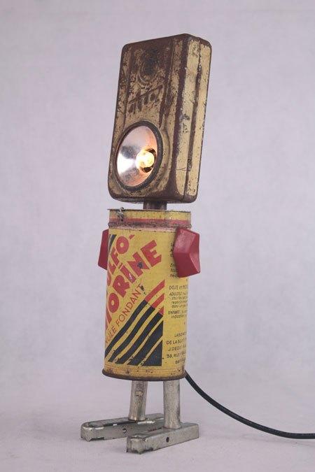 Sulfozephir. Lampe de poche et médoc. Assemblage, détournement d'objets: lampe de poche, boite de médicaments.
