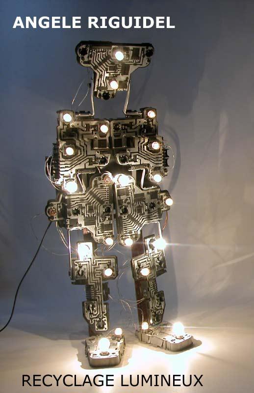 Robot sculpture, assemblage phares de voiture, noir, ampoules