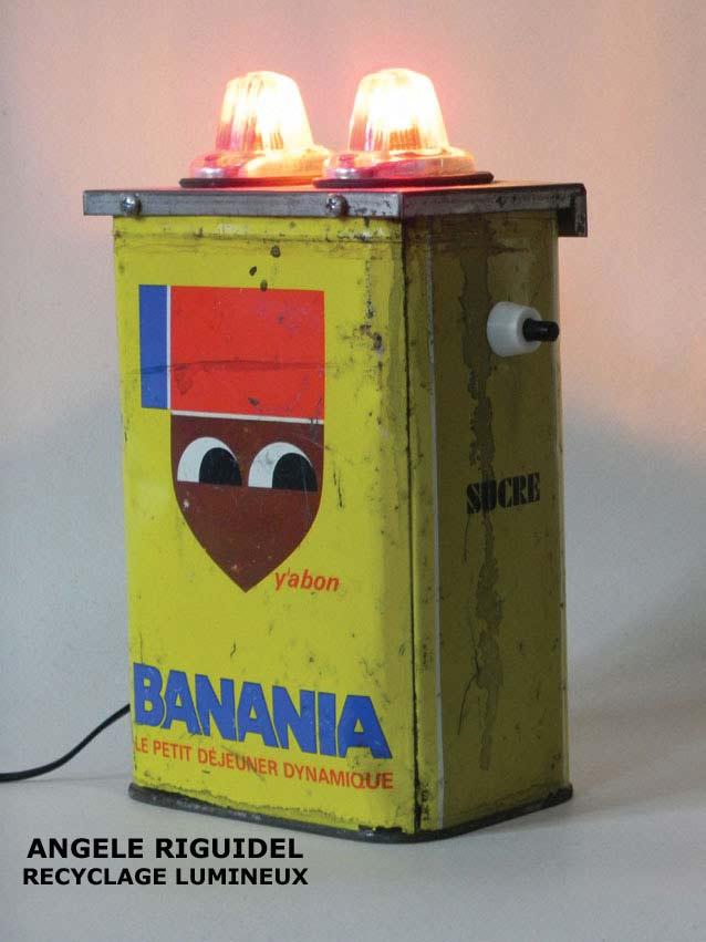 Boite vintage Banania, lampe avec signalétique. Jaune