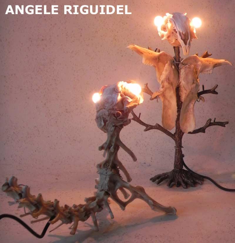 sculptures avec os de lapin recomposés. lumière.