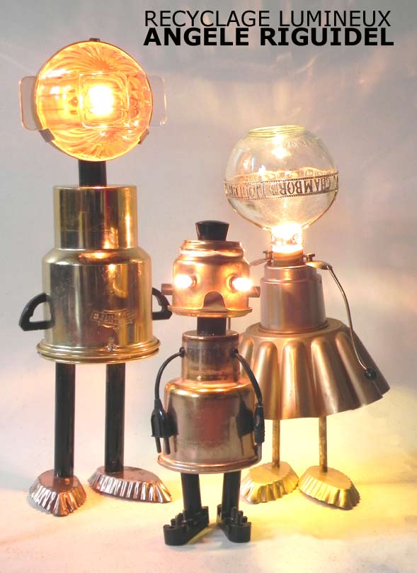 sculptures personnages, aluminium doré, filtre à café, moule, barquette, carafe liqueur, composant électrique, lampe récup, lamp
