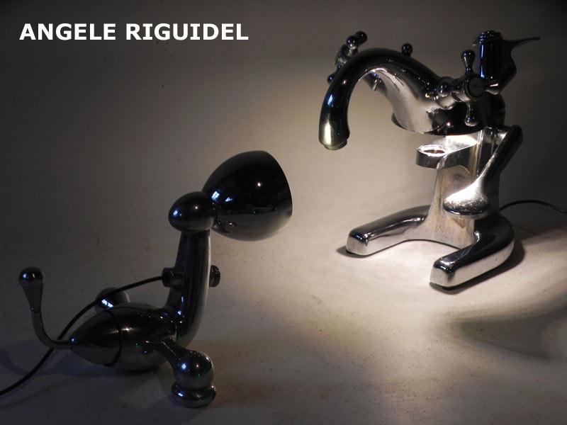 Sculptures assemblage d'objets de plomberie. Robots lampes en fonte chromée.