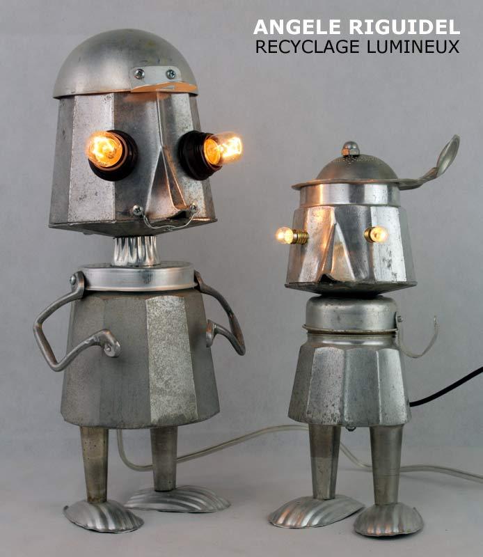 Sculpture assemblage objet détournés, personnages cafetière italienne. Robots