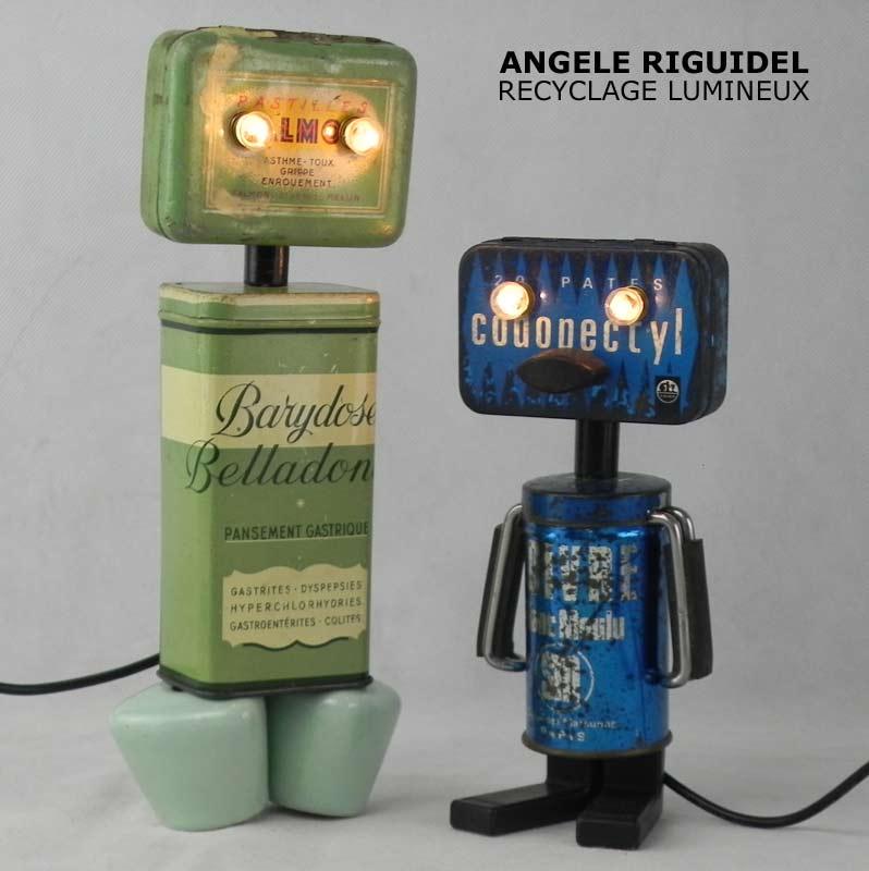 Sculpture objets détournés, robots boites de médicaments, anciennes, vert et bleu, poignées de robinet, boite de poivre.