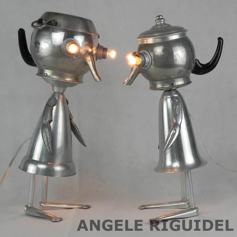 Sculpture personnage en aluminium, bouilloire et coupe de sport