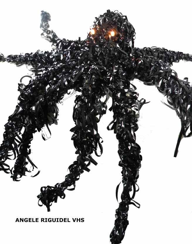 sculpture pieuvre en bande magnétique, noir, géant, monstre