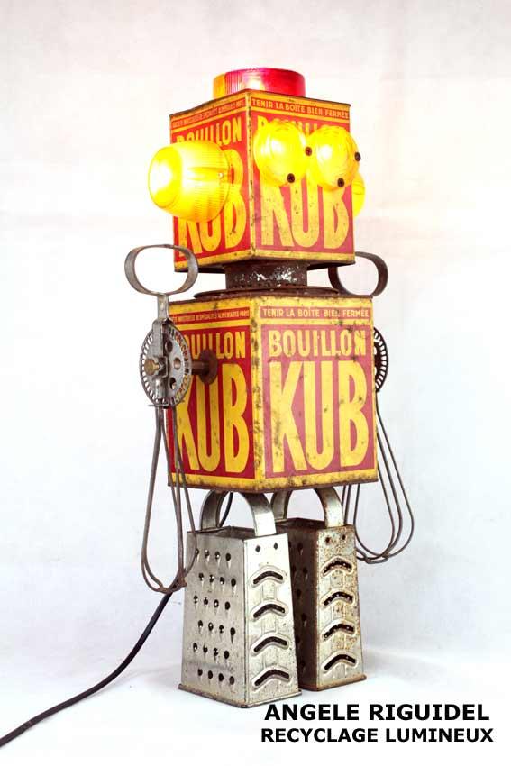 Sculpture Robot, boites KUB, rouge et jaune
