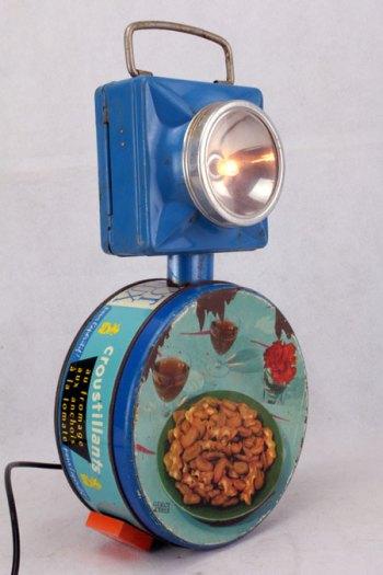 assemblage sculpture boite vintage et lampe de poche