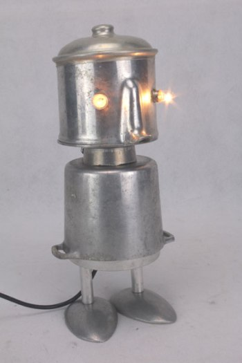 assemblage sculpture personnage en aluminium.