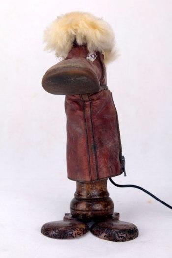 Sculpture bête botte orpheline. Bottillon coupé et assemblé, pieds en castagnettes