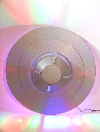 Soucoupe lumineuse industrielle. Jeux de lumière intégré.
