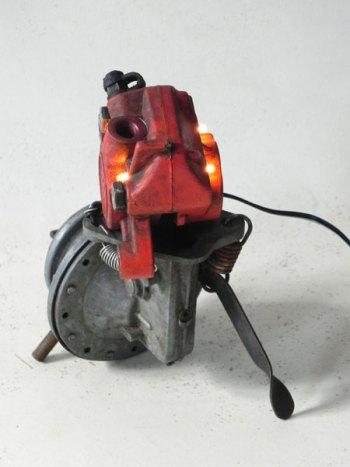 Sculpture vache mécanique lumineuse.
