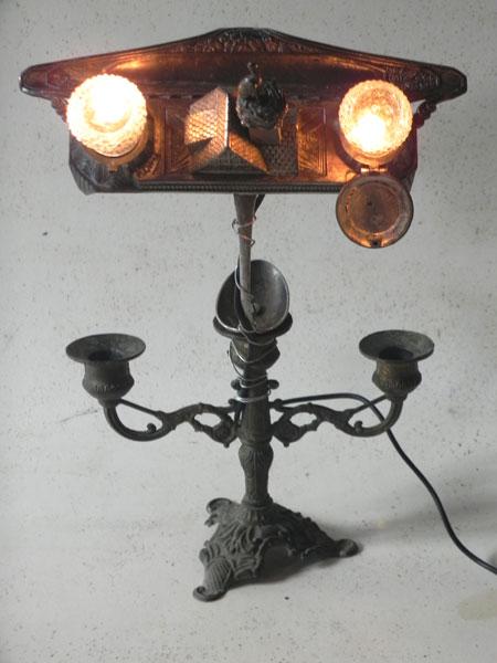 Assemblage lumineux encrier d'Alsace, salière, poivrier, bougeoir et cuillère en argent. Sculpture lampe.