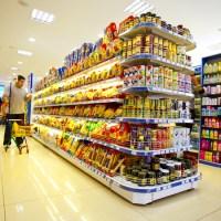 ¿Es legal consumir los productos en el supermercado antes de pagarlos?