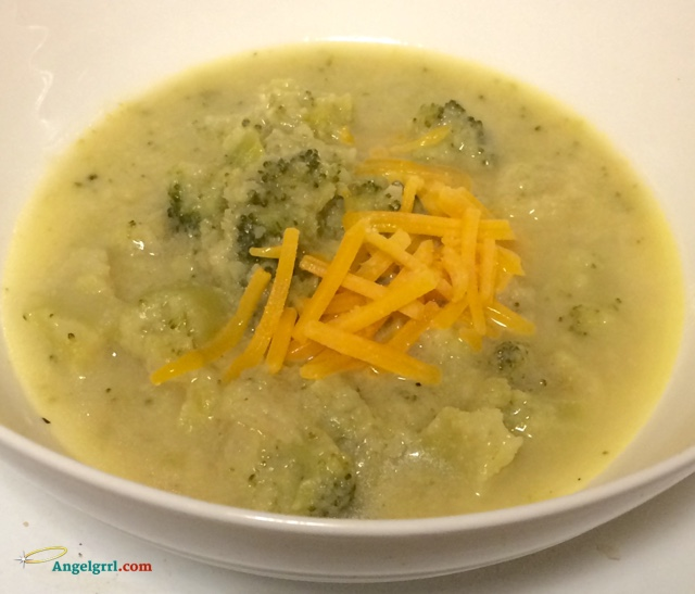 20150327-broccoli-cheese-soup