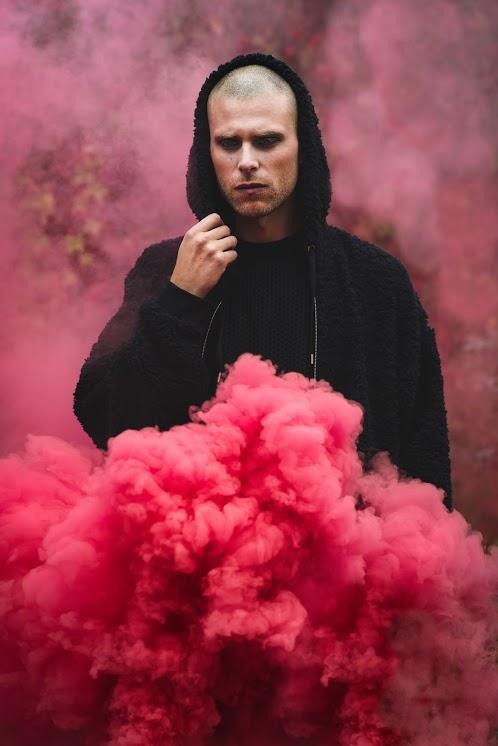 Lewis - Red smoke