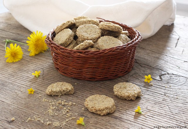 mini crackers di avena con rosmarino