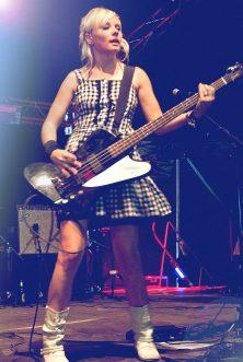 Dani in ihrer klassischen Bassmädchenpose - Fusion Festival