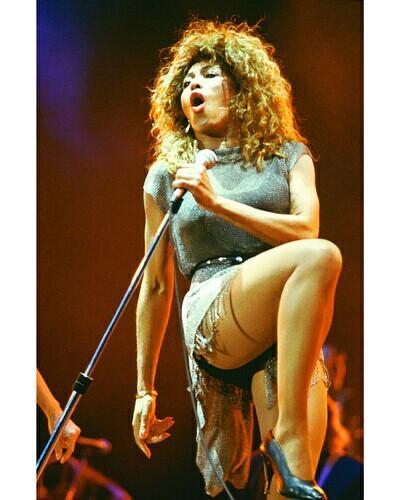 Tina Turner torbellino de fuerza en su voz y energía viva en el escenario. (4/6)