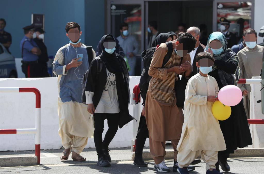Miles de afganos se quedan atrapados en Kabul ante el fin de las evacuaciones