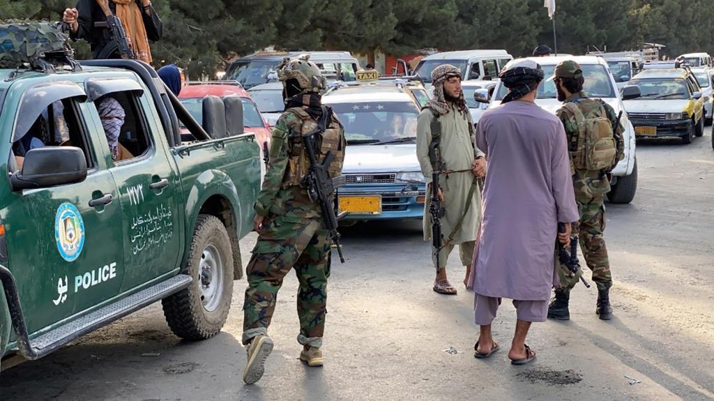 EEUU lanza un ataque en Kabul contra vehículo con supuestos miembros del EI