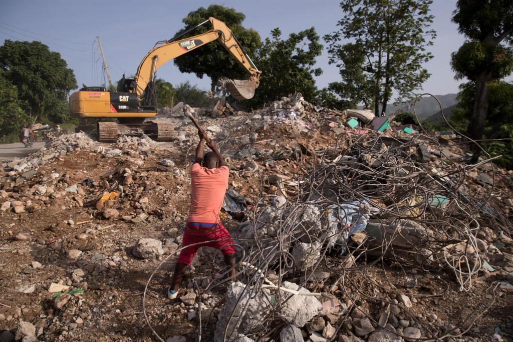 Los daños del sismo en las vías de Haití dificultan la ayuda a zonas remotas