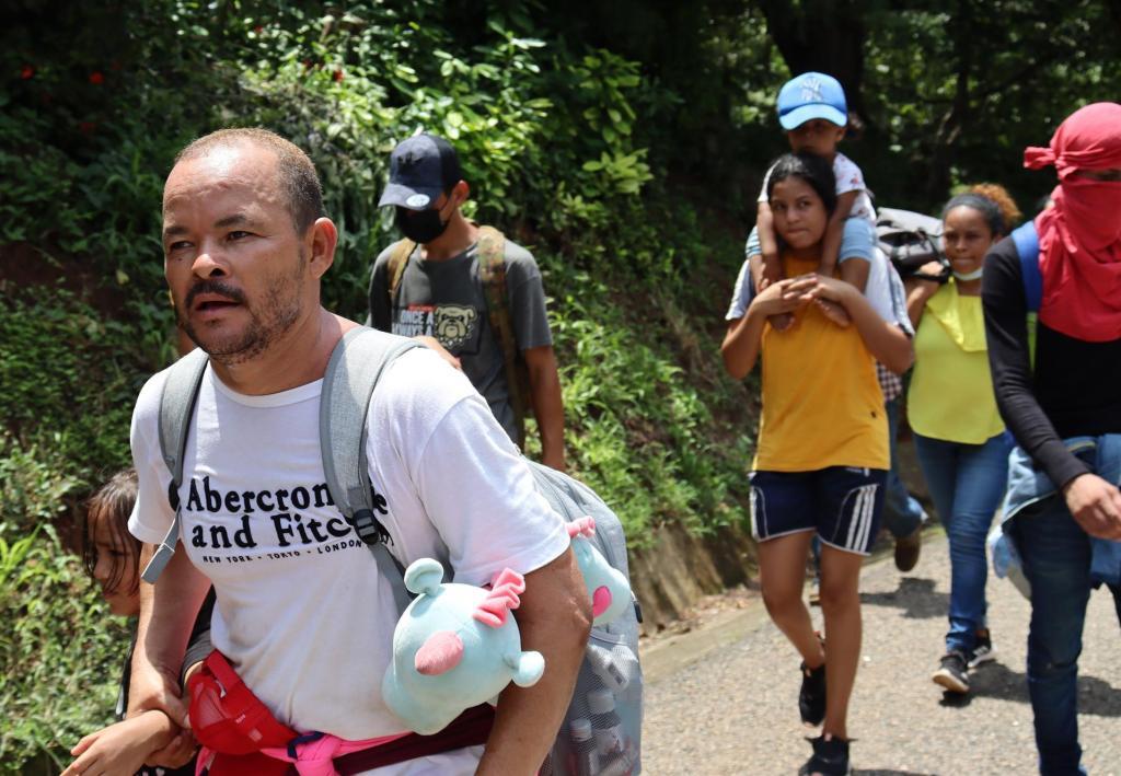 Agentes rescatan a 327 migrantes, entre ellos 120 menores, en Nuevo León