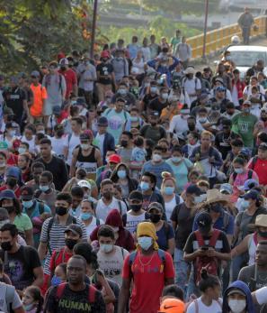 Agentes mexicanos desintegran cuarta caravana migrante en estado de Chiapas