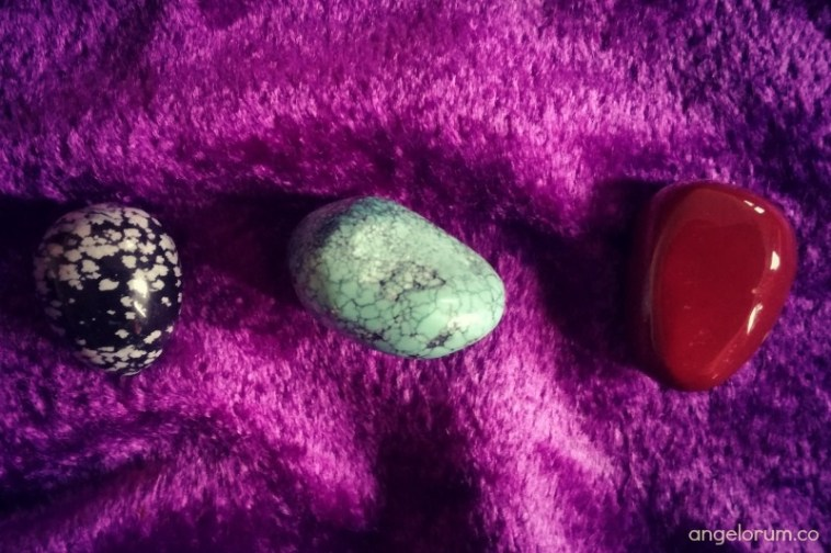 pick a crystal for your free week ahead tarot message